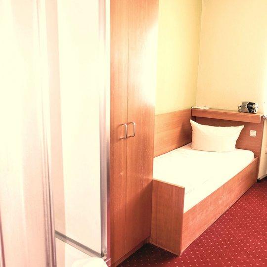 http://www.hotelwiendl.de/wp-content/uploads/2016/09/Beispiel-EZ-Dusche-EtagenWC-540x540.jpg