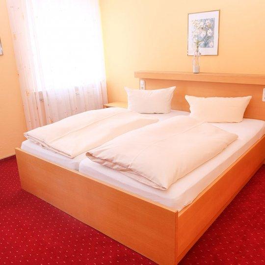 https://www.hotelwiendl.de/wp-content/uploads/2016/09/Doppelzimmer-4-540x540.jpg