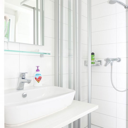 https://www.hotelwiendl.de/wp-content/uploads/2016/09/Dusche-WC-540x540.jpg