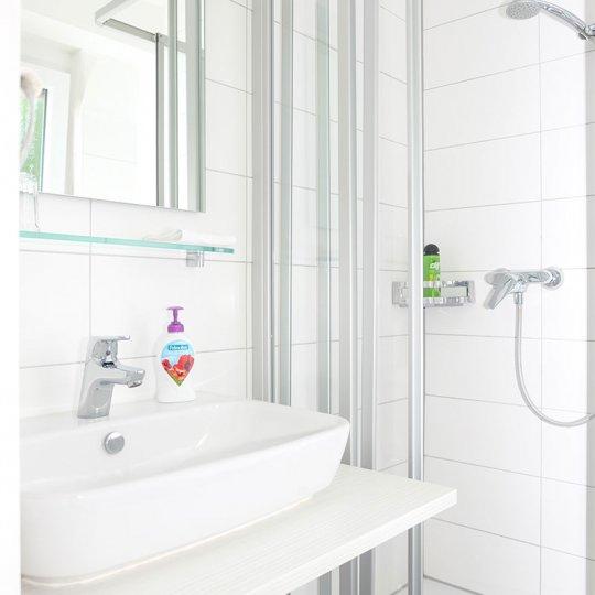 http://www.hotelwiendl.de/wp-content/uploads/2016/09/Dusche-WC-540x540.jpg