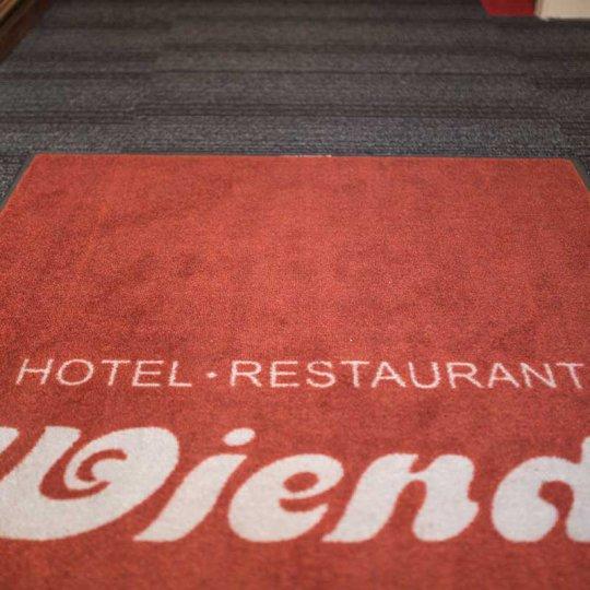 http://www.hotelwiendl.de/wp-content/uploads/2016/09/Eingang-Flur-540x540.jpg